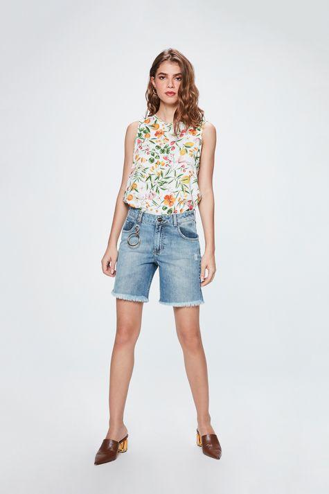 Bermuda-Jeans-Justa-com-Puidos-Feminina-Detalhe-2--