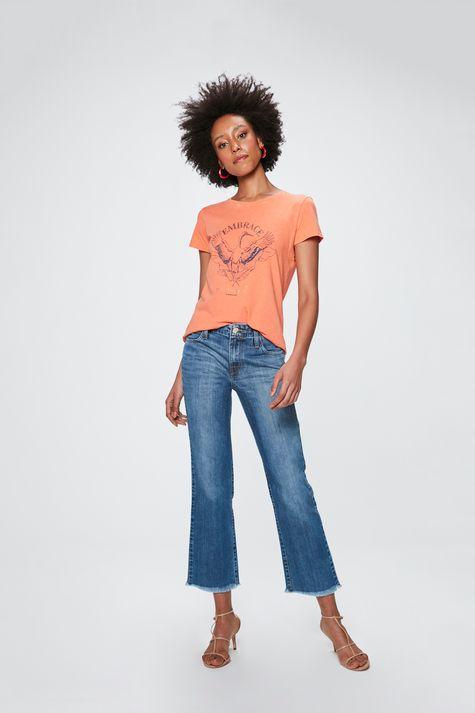 Camiseta-com-Estampa-Embrace-Feminina-Detalhe-1--