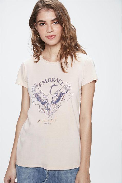 Camiseta-com-Estampa-Embrace-Feminina-Frente--