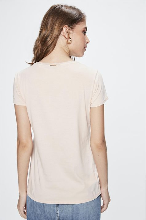 Camiseta-com-Estampa-Embrace-Feminina-Costas--