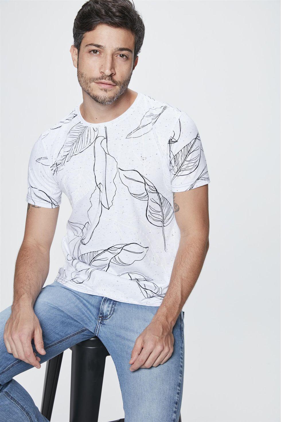 Camiseta-com-Estampa-de-Folhas-Masculina-Frente--
