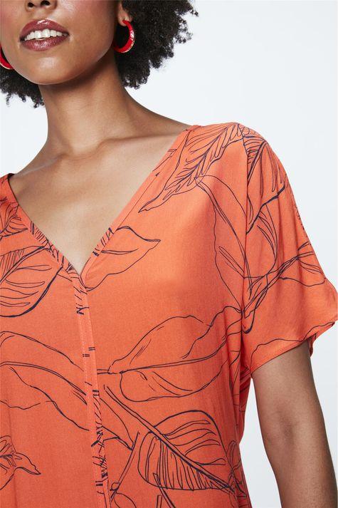 Blusa-Decote-V-com-Estampa-Feminina-Detalhe--