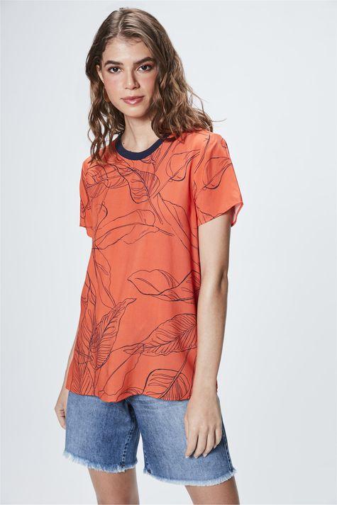 Camiseta-com-Estampa-de-Folhas-Feminina-Frente--