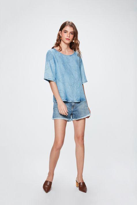 Top-Boxy-Jeans-com-Estampa-de-Folhas-Detalhe-1--