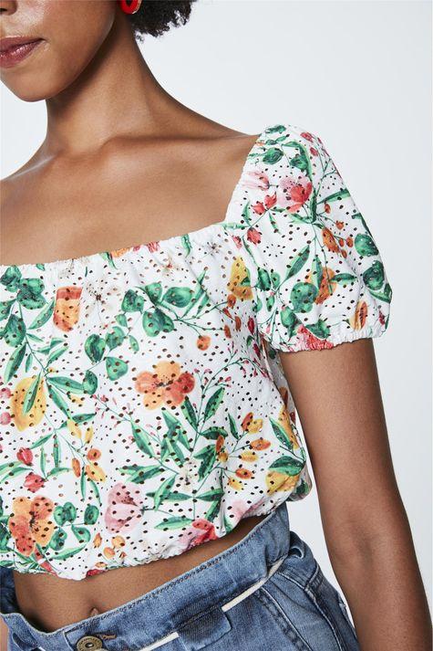 Top-Cropped-com-Estampa-Floral-Detalhe--