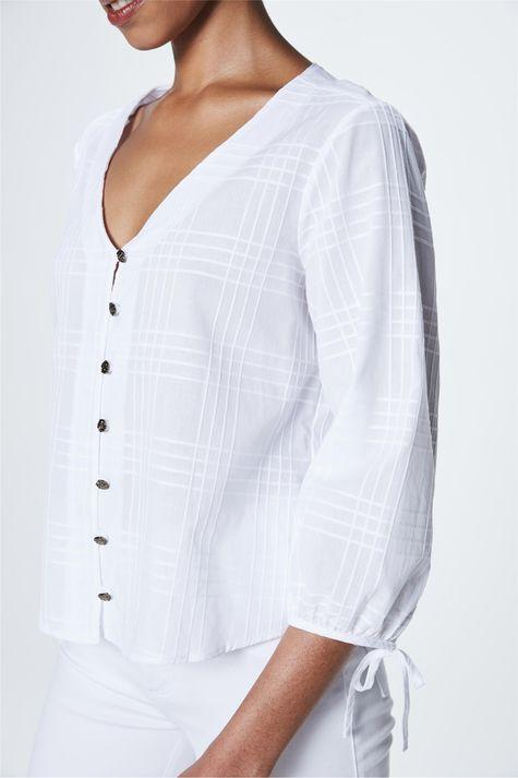 Camisa-com-Transparencia-Xadrez-Feminina-Detalhe--