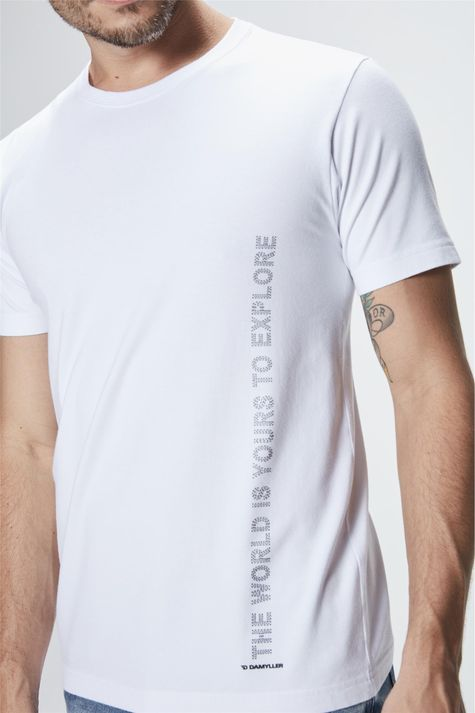Camiseta-com-Estampa-The-World-is-Yours-Detalhe--