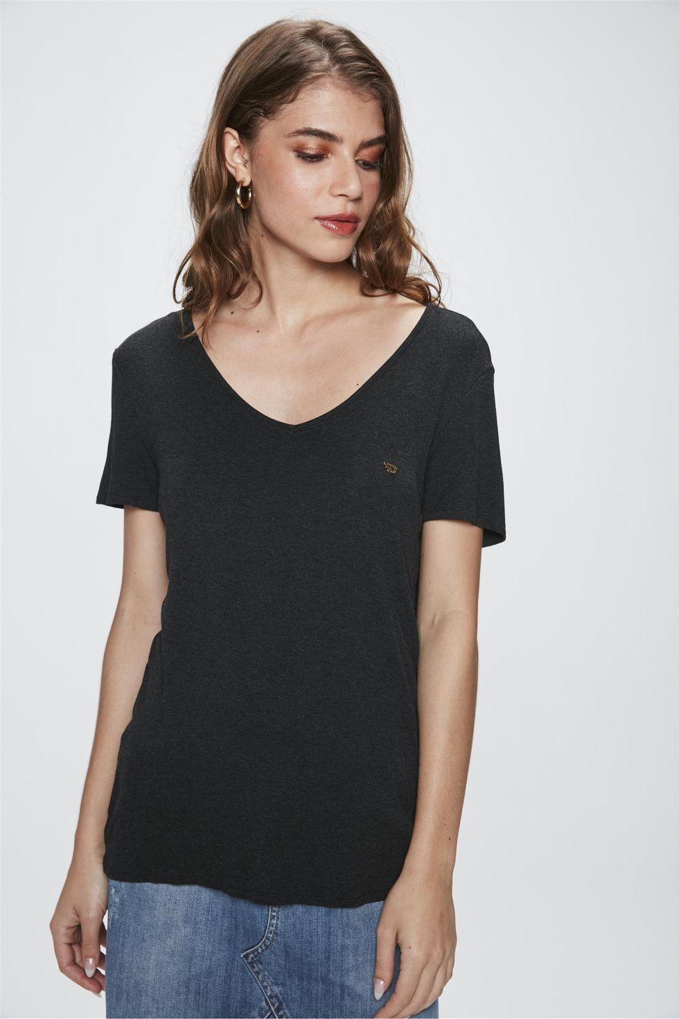 Camiseta-com-Decote-V-Feminina-Frente--
