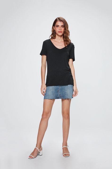 Camiseta-com-Decote-V-Feminina-Detalhe-1--