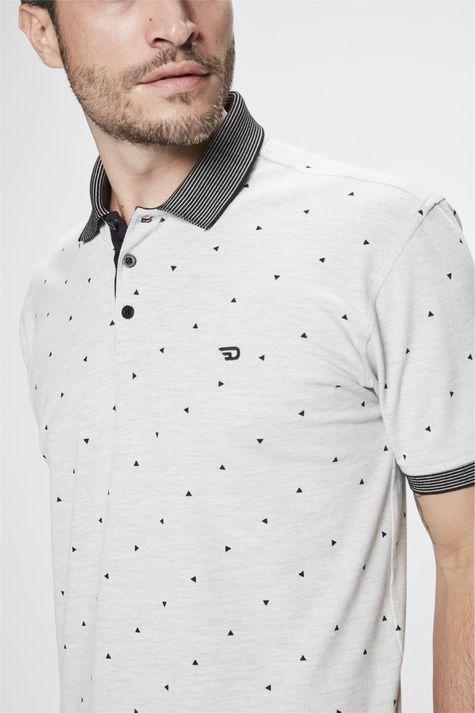 Camisa-Polo-com-Estampa-de-Repeticao-Detalhe--