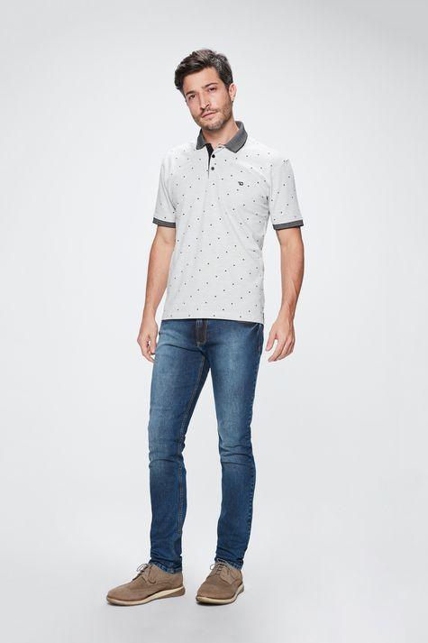 Camisa-Polo-com-Estampa-de-Repeticao-Detalhe-1--
