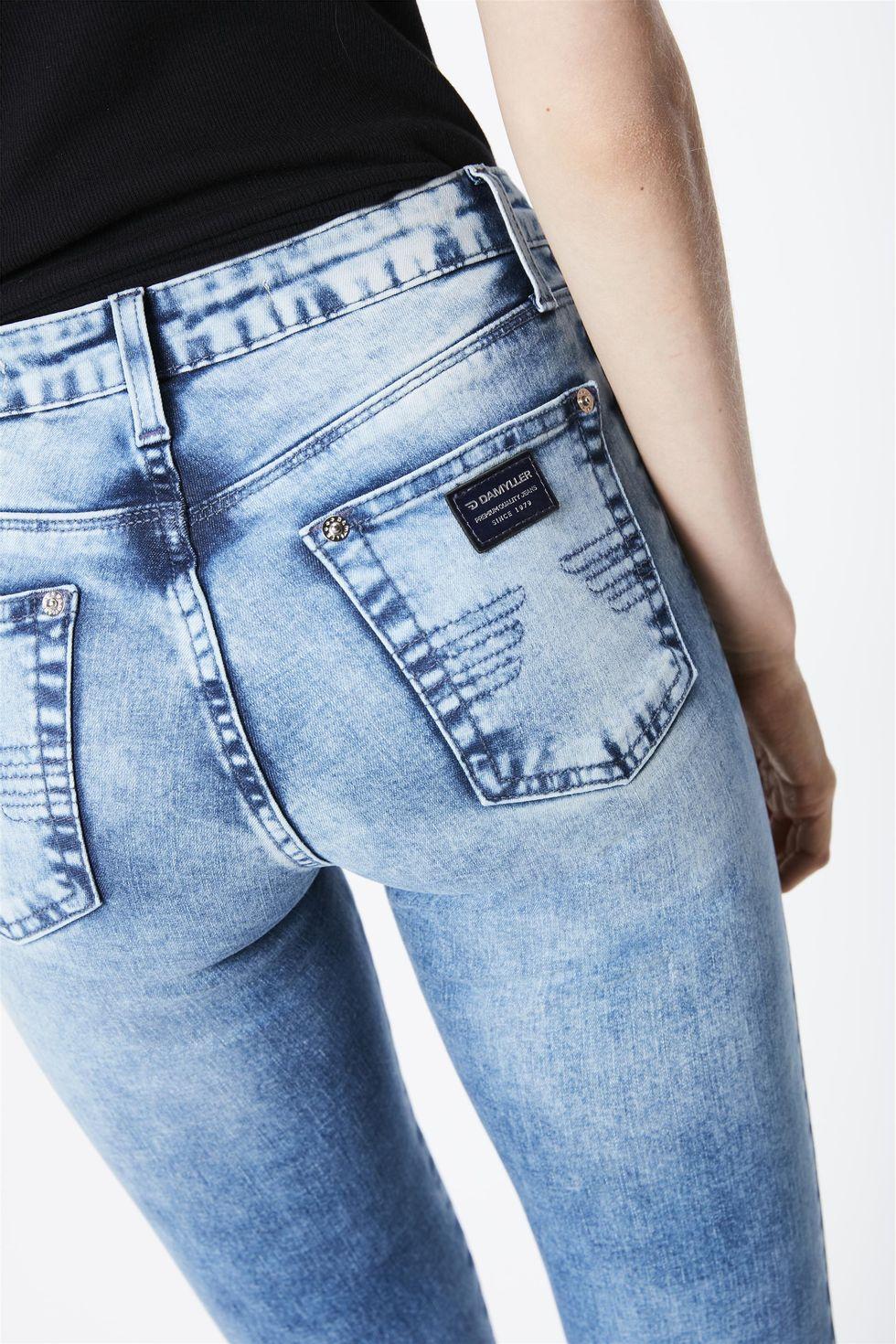 Calca-Jeans-Claro-com-Barra-Desfiada-Frente--