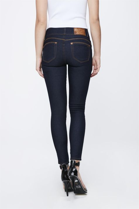 Calca-Jeans-Escuro-com-Cintura-Media-Costas--