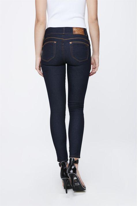 Calca-Jeans-Escuro-com-Cintura-Media-Costas--