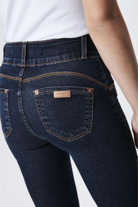 Calca-Jeans-Escuro-com-Cintura-Alta-Detalhe--