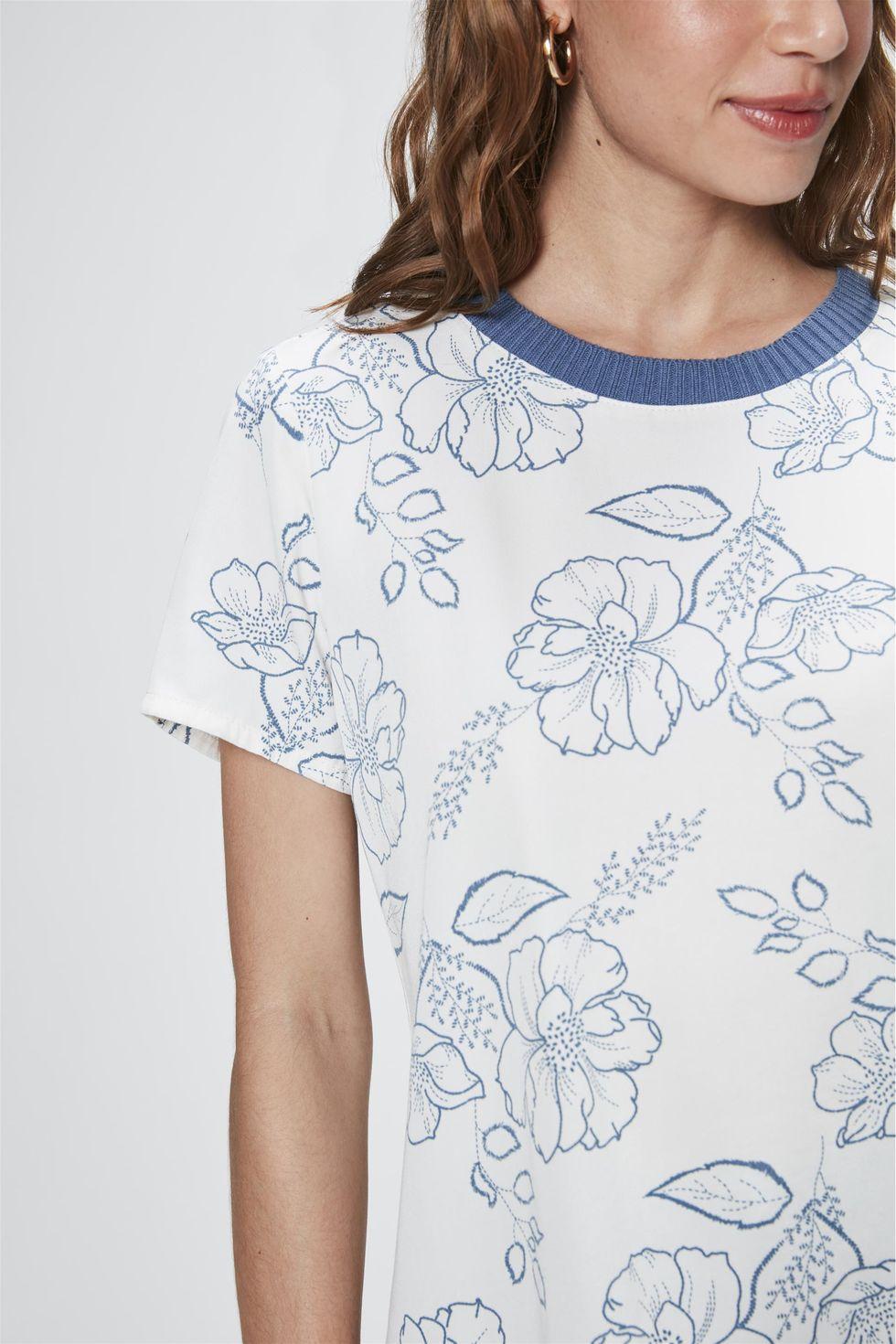 Camiseta-com-Estampa-Floral-Feminina-Frente--