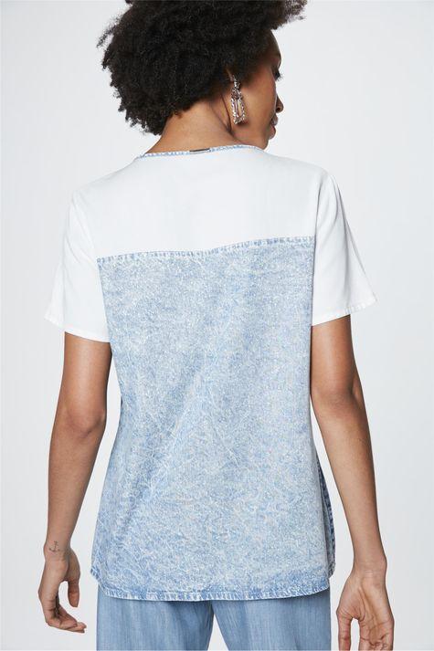 Camiseta-Jeans-com-Recortes-Feminina-Detalhe--