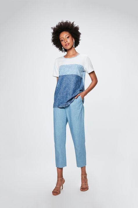 Camiseta-Jeans-com-Recortes-Feminina-Detalhe-1--