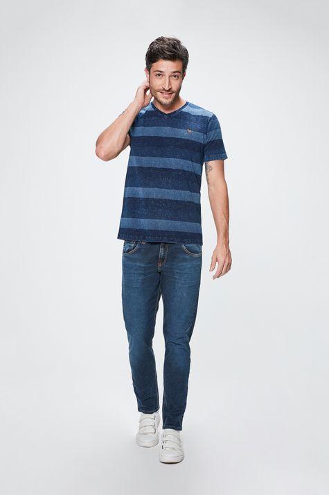 Camiseta-com-Estampa-Listrada-Masculina-Detalhe-1--