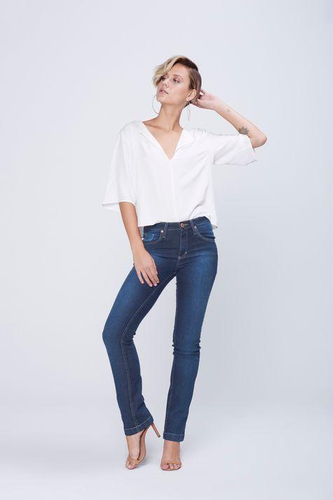 Calca-Jeans-Reta-com-Recortes-nos-Bolsos-Detalhe-2--
