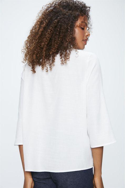 Camisa-com-Bolsos-Feminina-Detalhe--