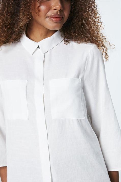 Camisa-com-Bolsos-Feminina-Detalhe-1--