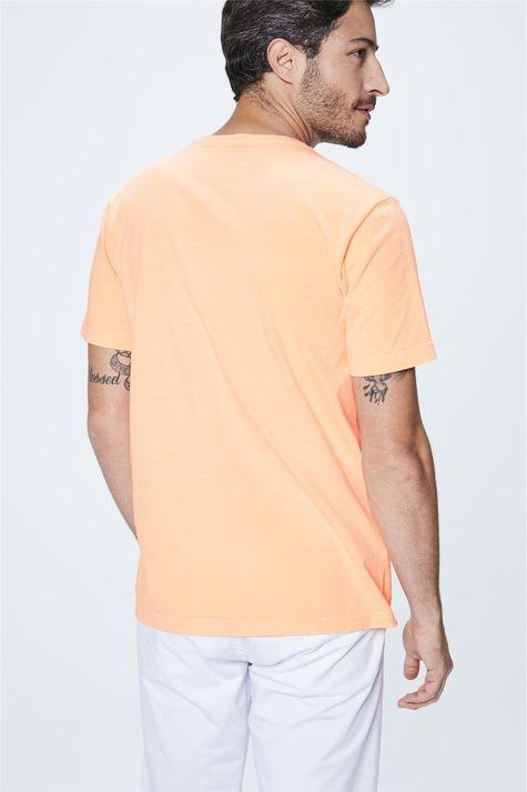 Camiseta-Neon-com-Estampa-Mar-Masculina-Detalhe--