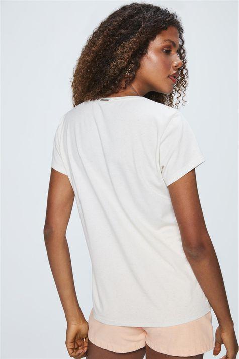 Camiseta-Estampa-Essencial-para-o-Dia-Detalhe--