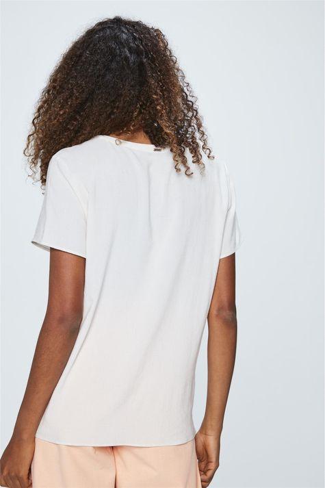 Camiseta-com-Pingentes-Feminina-Detalhe--