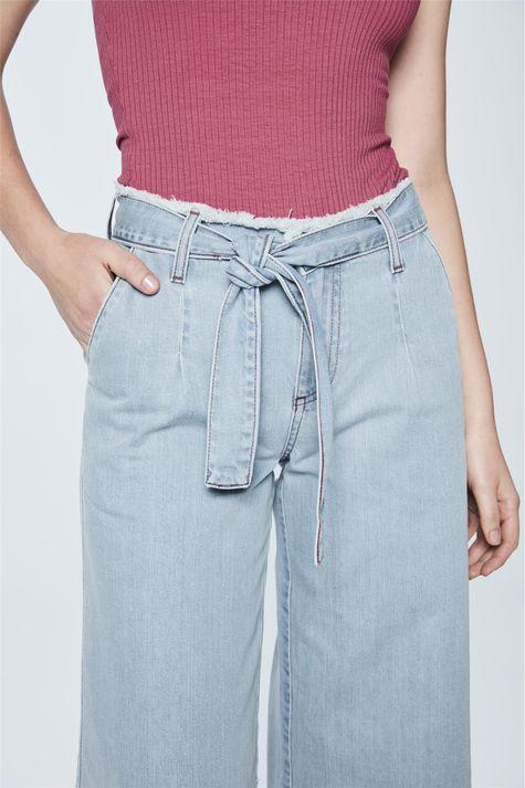 Calca-Pantacourt-Jeans-com-Amarracao-Frente--
