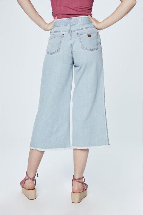 Calca-Pantacourt-Jeans-com-Amarracao-Detalhe--