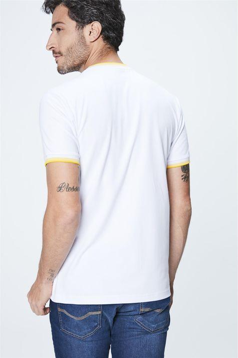 Camiseta-College-com-Estampa-Masculina-Detalhe--