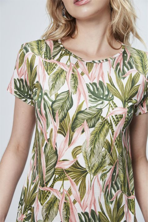 Camiseta-com-Estampa-Tropical-Detalhe--