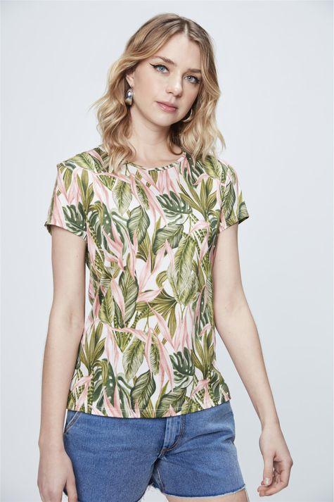 Camiseta-com-Estampa-Tropical-Frente--