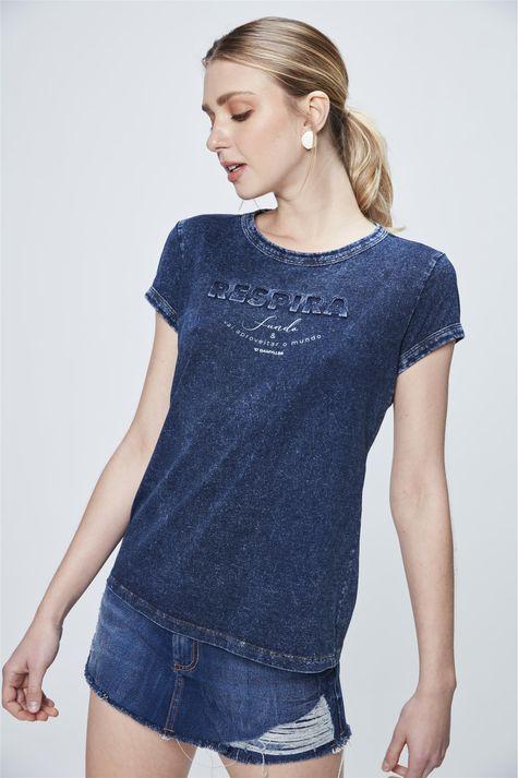 Camiseta-Malha-Denim-com-Estampa-Respira-Frente--