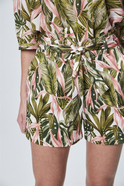 Short-com-Amarracao-de-Estampa-Tropical-Detalhe--