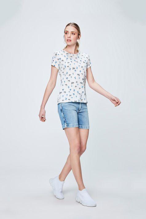 Camiseta-com-Estampa-de-Coqueiros-Detalhe-1--