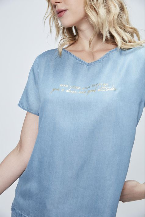 Camiseta-Jeans-com-Estampa-Good-Vibes-Detalhe--