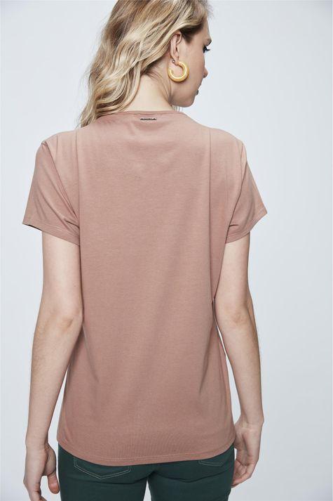 Camiseta-Feminina-com-Tipografia-Costas--