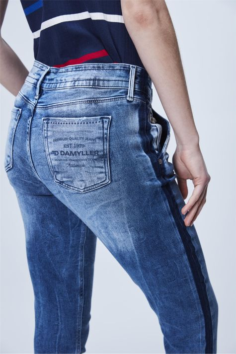 Calca-Jogger-Jeans-Listra-Lateral-Detalhe--