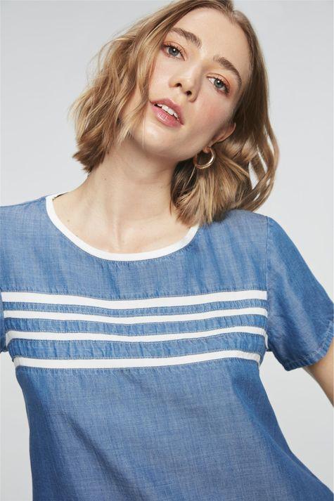Camiseta-Jeans-Azul-Royal-com-Listras-Detalhe--