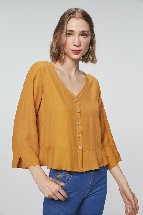 Camisa-Solta-com-Babado-Feminina-Detalhe--