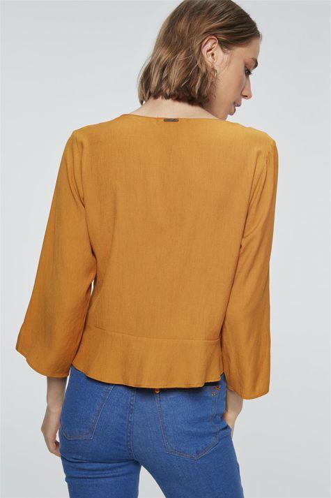 Camisa-Solta-com-Babado-Feminina-Costas--