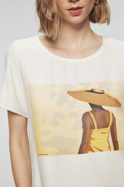 Camiseta-com-Estampa-Mulher-com-Chapeu-Detalhe--