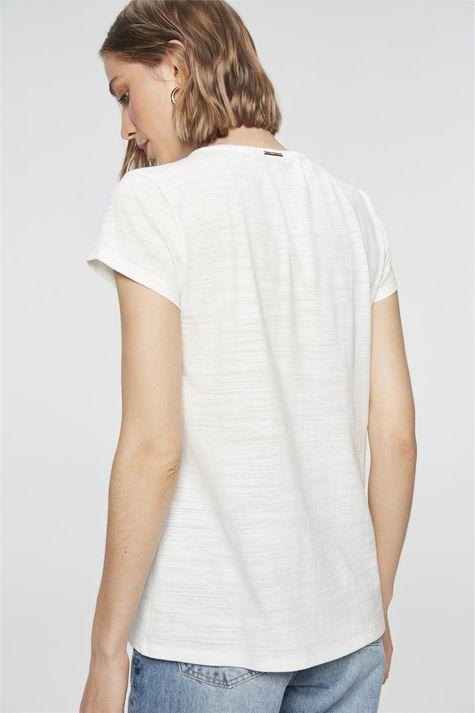 Camiseta-Estampa-Beauty-is-an-Attitude-Detalhe--
