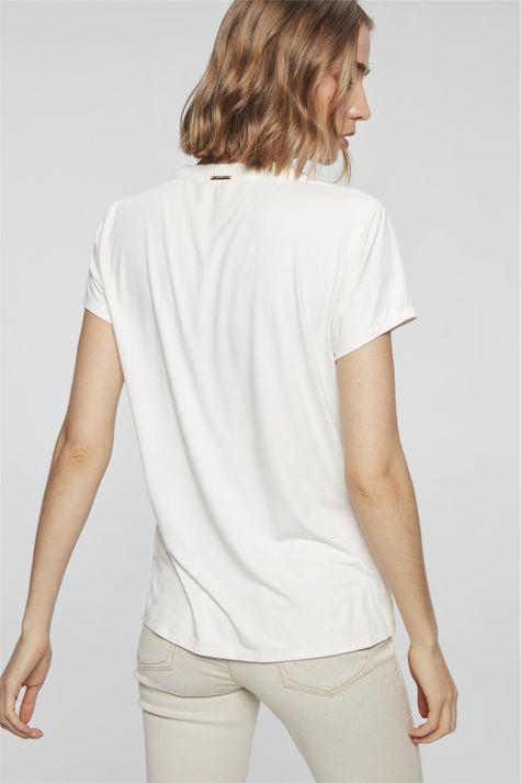 camiseta-com-Estampa-Chill-Out-Feminina-Detalhe--
