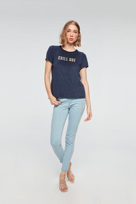 camiseta-com-Estampa-Chill-Out-Feminina-Detalhe-2--