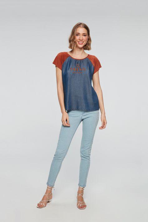 Camiseta-Jeans-com-Suede-Feminina-Detalhe-1--