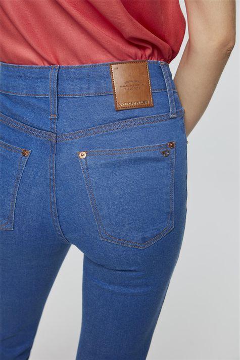 Calca-Jeans-Azul-Royal-Boot-Cut-Detalhe--