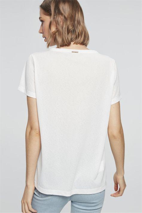 Camiseta-com-Estampa-Mulher-com-Cachorro-Detalhe--